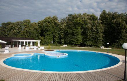 Locatie petrecere majorat la piscina pool party for Party in piscina