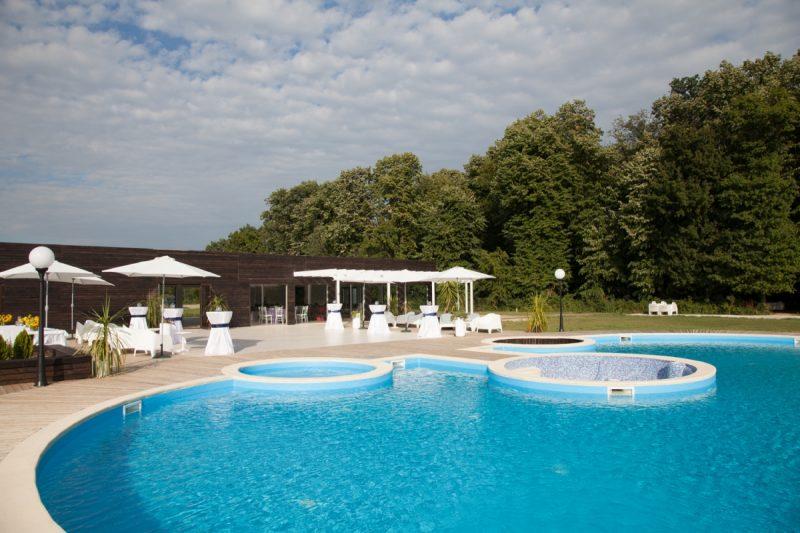 Locatie petrecere majorat la piscina pool party for Piscina party